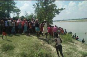 बिहार की सिकरहना नदी में नाव पलटी