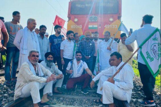 भारत बंद में रेलवे भी फंसी